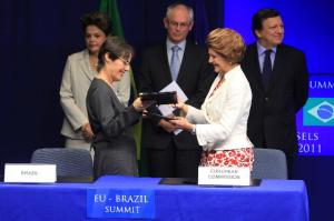 End of the signing ceremony of an agreement between Brazil and the EU: Ana de Hollanda, Brazilian Minister for Culture, in the foreground, on the left, and Androulla Vassiliou, Member of the EC in charge of Education, Culture, Multilingualism and Youth, in the foreground, on the right, in the presence of Dilma Rousseff, Herman van Rompuy and José Manuel Barroso (in the background, from left to right)