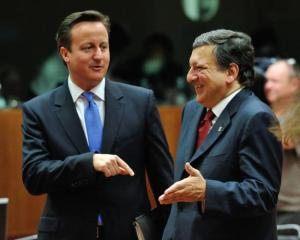 Discussion between David Cameron, British Prime Minister, on the left, and José Manuel Barroso, President of the EC. (EU Audiovisual Services). Cameron pointing a finger to Barroso but the EC President obviously laughs with what he hears.