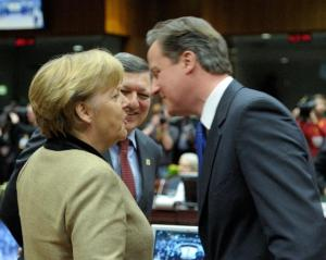 Angela Merkel, German Federal Chancellor, José Manuel Barroso EC President and David Cameron, British Prime Minister (from left to right). (EC Audiovisual Service). Merkel and Cameron closing for an embrace, but it seems that Cameron wants this embrace less close.