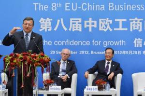 (From right to left) Wen Jiabao, Chinese Prime Minister, Herman van Rompuy, President of the European Council and José Manuel Barroso, President of the EC at the podium. The 8th EU/China Business Summit, 20/09/2012. (EC Audiovisual Services).