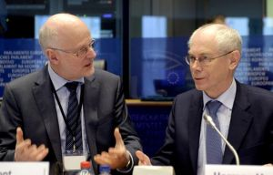 Staffan Nilsson, EESC President (left) and EU Council president Herman Van Rompuy, discuss vividly during the plenary session of 16-17 January 2013. (EESC photo library)