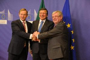 José Manuel Barroso, President of the EC (centre), and the College of the EC hosted a delegation from the Irish Government led by Enda Kenny, Irish Prime Minister (left), and Eamon Gilmore, Irish Deputy Prime Minister and Minister for Foreign Affairs and Trade. Discussions focused on the Irish Presidency of the Council of the EU, due to start in January 2013. The leaders agreed that the top priority had to be Growth, and discussed the Commission's proposal for a banking Union. (EC Audiovisual Services).