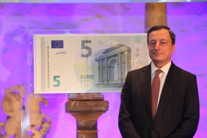 The Governor of the European Central Bank, Mario Draghi, presents the new €5 banknote. The question is who is going to profit from it?