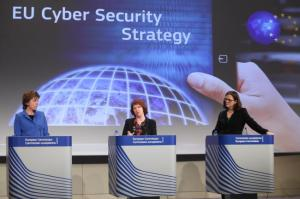 Joint press conference by Catherine Ashton (centre), Neelie Kroes (left) and Cecilia Malmström. (EC Audiovisual Services).