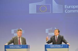 Joint press conference by José Manuel Barroso, President of the European Commission on the right, and Karel De Gucht, Member of the EC, on the Transatlantic Trade and Investment Partnership and the Free Trade Agreement. (EC Audiovisual Services).