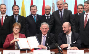 Richard Bruton, Irish Minister for Jobs, Enterprise and Innovation and President of the Council, sitting in the middle, with EU Ministers participating in the signature ceremony and Commissioner Michel Barnier (standing second from right, front row). (EC Audiovisual Services).