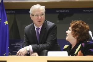 Olli Rehn, Vice President of the EC in charge of Economic and Monetary Affairs and the euro, on the left, and Sharon Bowles, Chair of the European Parliament's Committee on Economic and Monetary Affairs. (EC Audiovisual Services).