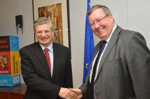 Tonio Borg, Member of the EC in charge of Health and Consumer Policy on the left, receives Peter Vicary-Smith, President of the European Consumer Organisation (BEUC). (EC Audiovisual Services).