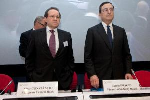 Vítor Constâncio, Vice-President of the European Central Bank, on the left, and Mario Draghi, Governor of ECB. (EC Audiovisual Services).