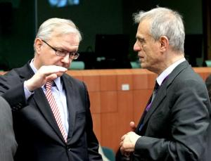 From left to right: Mr Olli Rehn, Vice President of the European Commission; Mr Michael Sarris, Cyprus Minister for Finance. (Council of the European Union photographic library)