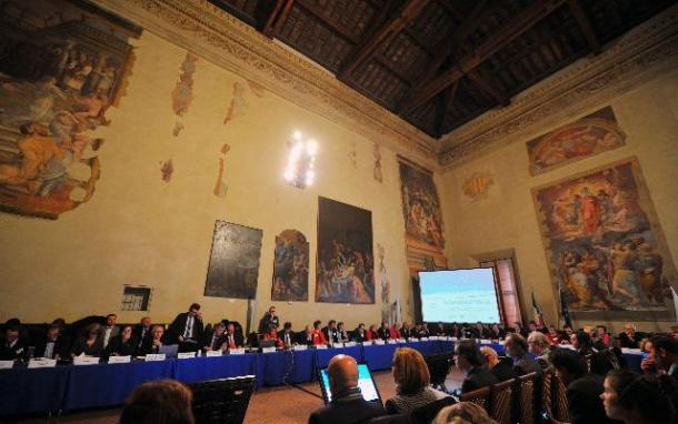 "General view of the meeting with the national SME Envoys in Bologna, in the presence of Antonio Tajani, Vice-President of the EC seated, 5th from the left, and Daniel Calleja Crespo, Director of the DG ""Enterprises and Industry"" of the EC and EC's SME Envoy seated, 6th from the left. (EC Audiovisual Services 8-2-2013)."