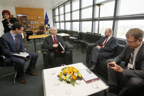 European Parliament President Martin Schulz (second from right) meets with Commissioner Janusz Lewandowski (third from right), (European Parliament audiovisual services).