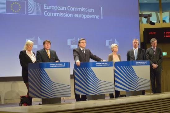 (from left to right) Gunilla Almgren, President of the European Association of Craft, Small and Medium-sized Enterprises (UEAPME), Markus Beyer, Director General of BusinessEurope, José Manuel Barroso, President of the European Commission, Bernadette Ségol, General Secretary of the European Trade Union Confederation (ETUC), Hans-Joachim Reck, President of the European Centre of Employers and Enterprises providing Public services (CEEP), and László Andor, Member of the European Commission in charge of Employment, Social Affairs and Inclusion, (EC Audiovisual Services).