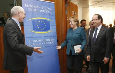 From left to right: Herman Van Rompuy, President of the European Council, greets cheerfully in the conference room Angela Merkel, German Federal Chancellor and Francois Hollande, President of France. (Council of the European Union photographic library, 22/05/2013).