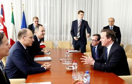 From left to right: Enrico Letta, Italian Prime Minister; David Cameron, UK Prime Minister. Yesterday in Brussels everybody wanted to meet with the new Italian Prime Minister. (European Council photographic library).