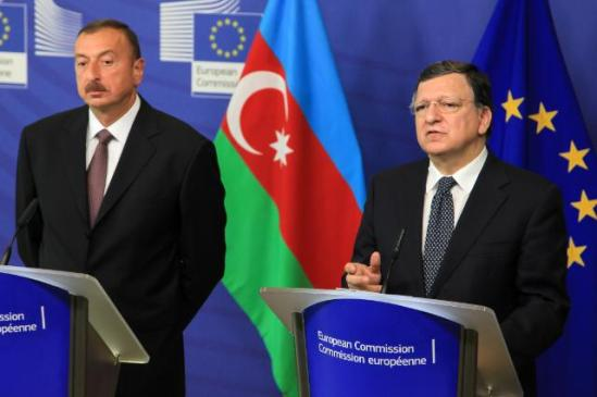 José Manuel Barroso, President of the European Commission, received Ilham Aliyev, President of Azerbaijan. Discussions mainly focused on energy issues. (EC Audiovisual Services, 21/6/2013).