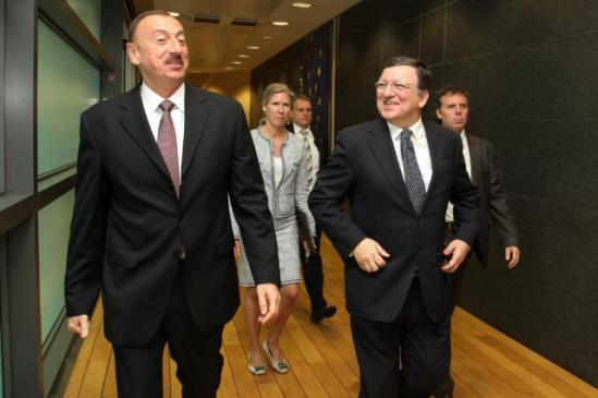 José Manuel Barroso, President of the EC, received Ilham Aliyev, President of Azerbaijan. Discussions mainly focused on energy issues. (EC Audiovisual Services 21/06/2013).