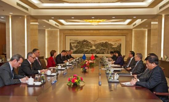 Catherine Ashton, High Representative of the Union for Foreign Affairs and Security Policy and Vice-President of the EC, went to Beijing where she met with Dai Bingguo, former Chinese State councilor. The Vice-President also met with Yang Jiechi, Chinese State councilor, Wang Yi, Chinese Minister for Foreign Affairs, Chang Wanquan, Chinese Minister for Defence and State Councilor, and Yu Zhengsheng, Chairman of the National Committee of the Chinese People's Political Consultative Conference (Cppcc). General view of the meeting between Wang Yi, 3rd from the right, and Catherine Ashton, 4th from the left, (EC Audiovisual Services 27/4/2013).