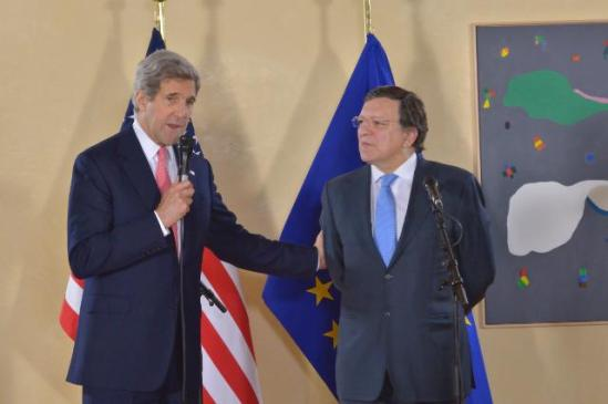 José Manuel Barroso, President of the EC, received John Kerry, US Secretary of State. In a bilateral working lunch, the EU/US relations were discussed, notably the negotiations of the Transatlantic Trade and Investment Agreement, climate change, visa reciprocity and a data protection agreement.