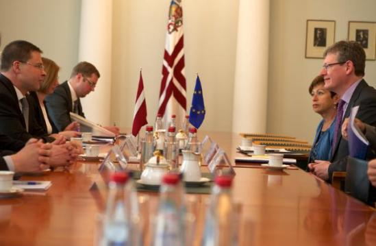 László Andor, Member of the European Commission in charge of Employment, Social Affairs and Inclusion, (1st from the right) went to Riga where he was received by Valdis Dombrovskis, Latvian Prime Minister (1st from the left). Inna Šteinbuka, Head of the Representation of the EC in Latvia (2nd from the right), (EC Audiovisual Services, 03/06/2013).