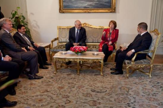 "Catherine Ashton, High Representative of the Union for Foreign Affairs and Security Policy and Vice-President of the EC (second from right), went to Cairo where she notably met with Nabil Elaraby, Secretary General of the League of Arab States, and Mounir Abdel Nour, Secretary General of the ""New Wafd"" political party (not pictured). The Vice-President then met with Mohamed Morsi, President of Egypt (first from right), and Mohamed Kamel Amr, Egyptian Minister for Foreign Affairs (third from right). (EC Audiovisual Services)."