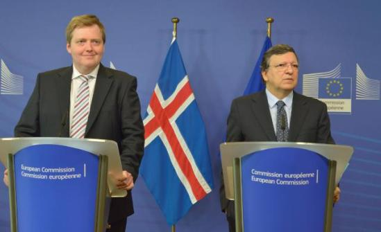 José Manuel Barroso, President of the European Commission (on the right), received Sigmundur Davíd Gunnlaugsson, Icelandic Prime Minister. (EC Audiovisual Services, 16/07/2013 ).