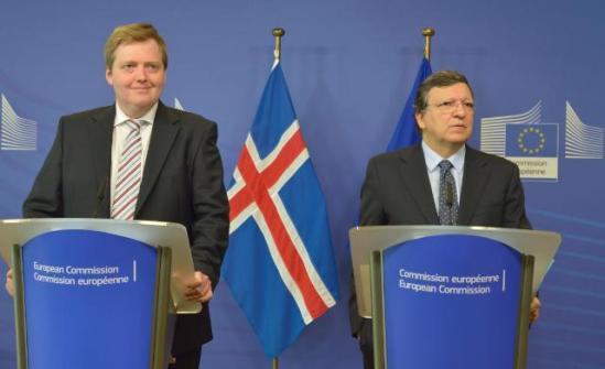 José Manuel Barroso, President of the European Commission (on the right), received Sigmundur Davíd Gunnlaugsson, Icelandic Prime Minister. (EC Audiovisual Services, 16/07/2013 ).