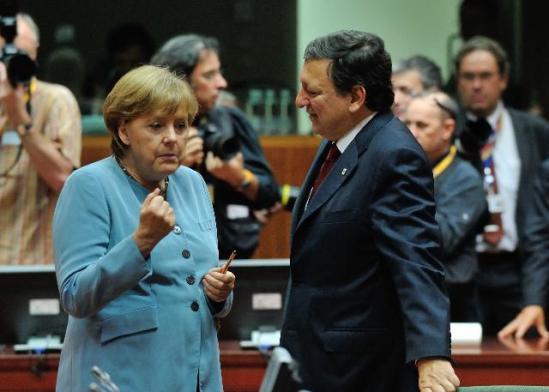 Discussion between Angela Merkel, German Federal Chancellor and José Manuel Barroso President of the European Commission, (in the foreground, from left to right). (EC Audiovisual Services).