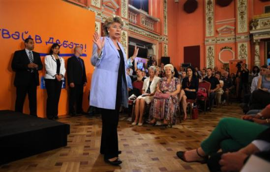 Viviane Reding, Vice-President of the European Commission in charge of Justice, Fundamental Rights and Citizenship, went to Sofia where she met with Rosen Plevneliev, President of Bulgaria. The day after Rosen Plevneliev and the Vice-President participated in a debate about the future of Europe. Around 250 citizens were present. The main messages were: the protests in Bulgaria and youth unemployment. (EC Audiovisual Services 23/07/2013).