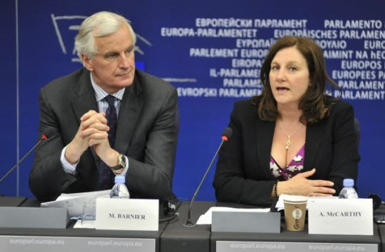 Arlene McCarthy, Vice-Chair ECON Committee on Economic and Monetary Affairs and Commissioner Michel Barnier in charge of Internal Market and Services holding a joint Press conference on 'Publish what you pay'. (European Parliament Audiovisual Services 12/06/2013).