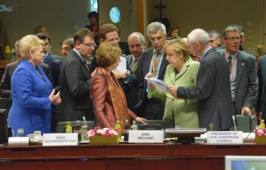 Discussion between Angela Merkel, German Federal Chancellor, 3rd from the right, and Catherine Ashton, High Representative of the Union for Foreign Affairs and Security Policy and Vice-President of the EC, 3rd from the left, in the presence of Dalia Grybauskaitė, President of Lithuania, on the left, and Herman van Rompuy, 2nd from the right (in the foreground). They all pay attention to what the German Chancellor has to say.(EC Audiovisual Services).