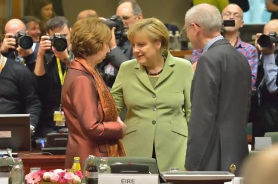 Discussion between Angela Merkel, German Federal Chancellor, in the centre, and Catherine Ashton, High Representative of the Union for Foreign Affairs and Security Policy and Vice-President of the European Commission on the left, in the presence of Herman van Rompuy, President of the European Council, on the right (in the foreground). (EC Audiovisual Services).