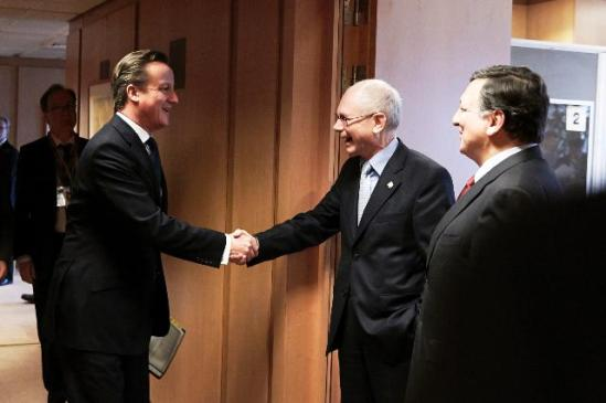 Handshake between David Cameron, British Prime Minister and Herman van Rompuy, President of the European Council in the presence of José Manuel Barroso, President of the European Commission (in the foreground, from left to right). The two EU presidents received the British PM in the Extraordinary European Council where the MIFID II was almost killed. (EC Audiovisual Services 22/11/2012).