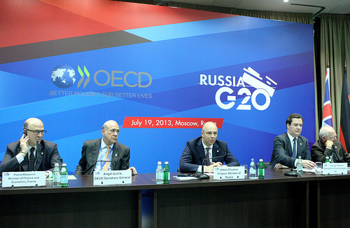 Pierre Moscovici, Minister of Finance of France, Angel Gurría, Secretary-General of the OECD, Anton Siluanov, Finance Minister of Russia and George Osborne, UK Chancellor of the Exchequer. Moscow, Russia, G20 meeting (from left to right). OECD photographic library, 19 July 2013.