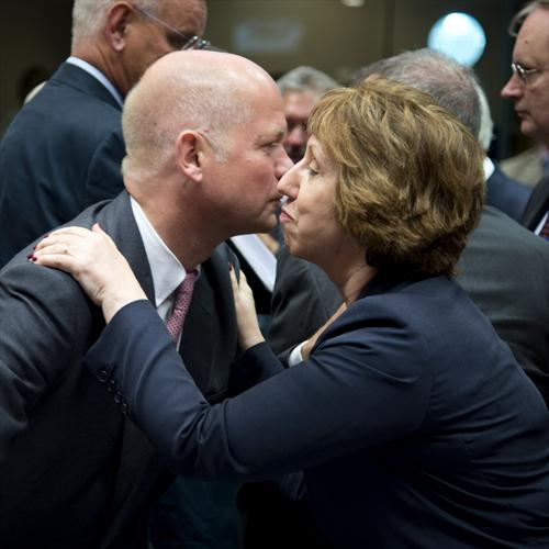 Catherine Ashton, High Representative of the EU for Foreign Affairs and Security Policy, a British subject, welcomes with a kiss William Hague, UK Secretary of State for Foreign and Commonwealth Affairs, in the EU Foreign Affairs Council devoted on Egypt, (EC Audiovisual Services 21/08/2013).