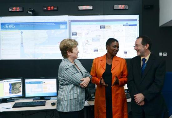 "Kristalina Georgieva, Member of the European Commission in charge of International Cooperation, Humanitarian Aid and Crisis Response, on the left, received Valerie Amos, UN Under-Secretary General for Humanitarian Affairs and Emergency Relief Coordinator. They then visited the European Emergency Response Centre, which opened in May 2013, in the presence of Peter Billing, Deputy Head of the Unit ""Crisis response"" of the DG ""Humanitarian aid and civil protection"" (ECHO) of the EC, on the right. (EC Audiovisual Services)."