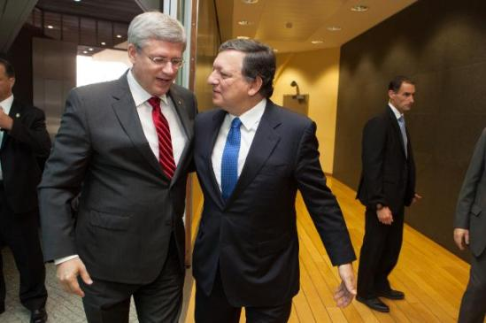 José Manuel Barroso, President of the European Commission, received yesterday Stephen Harper, Canadian Prime Minister. They together reached a political agreement on the key elements of a Comprehensive Economic and Trade Agreement (CETA) after months of intense negotiations. (EC Audiovisual Services, 18/10/2013).