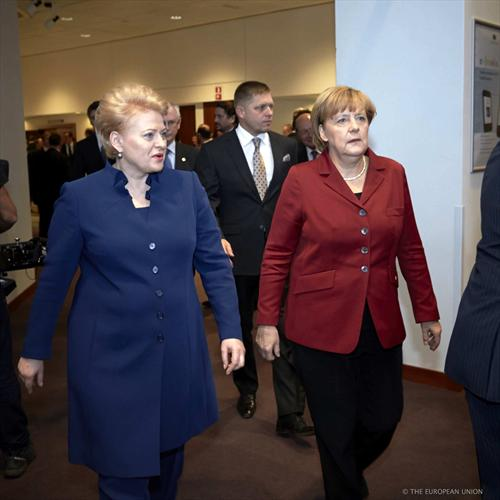 From left to right: Dalia Grybauskaite, President of Lithuania and Angela Merkel, German Federal Chancellor, arriving at the EU Summit in Brussels. (Council of the European Union 24/10/2013).