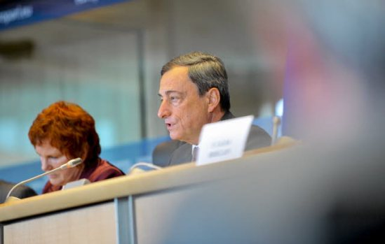 European Parliament. Committee on Economic and Monetary Affairs (ECON), meeting. Hearing with European Central Bank President Mario Draghi. Next to him the chair of the ECON Committee, Sharon Bowles. (European Parliament Audiovisual Services, 23/9/2013).