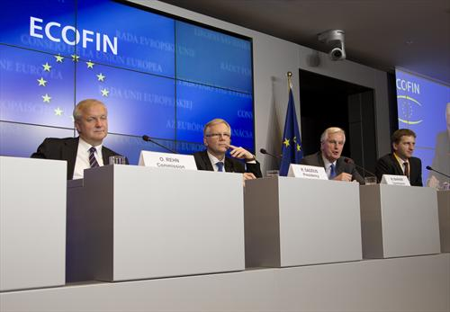 From left to right: Olli Rehn, Vice President of the European Commission, Rimantas Sadzius, Lithuanian Minister for Finance, Michel Barnier, Member of the European Commission, in a joint Press conference after the Ecofin was concluded. Luxembourg 15/10/2013. (Council of the European Union, Photographic Library).
