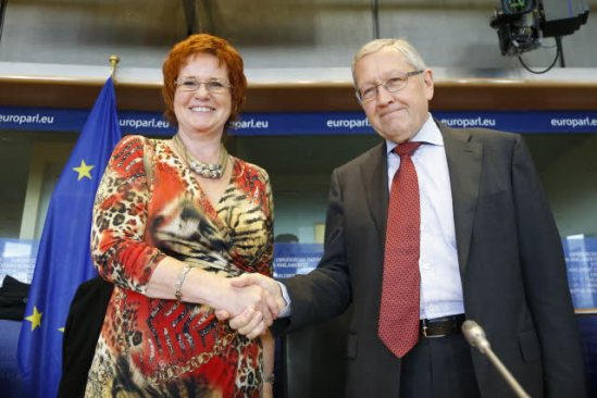 Economic and Monetary Affairs Committee of the European Parliament ECON - discussion with Klaus Regling, Managing Director of the European Stability Mechanism (ESM), photographed here with ECON chair Sharon Bowles (ALDE UK). (EU Parliament Audiovisual Service, 24/09/2013).