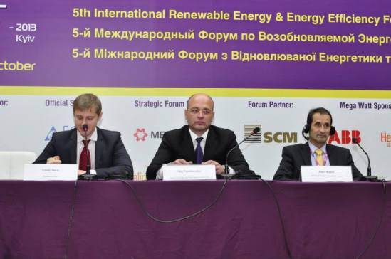 From Left to Right Vitaliy Daviy, President of Association of Renewable Energy of Ukraine (APEU, full name: Association of Alternative Energy and Fuel Market Participants of Ukraine), Oleg Proskuryakov, Minister of Ecology and Natural Resources of Ukraine, Janez Kopach, Director of Energy Community Secretariat