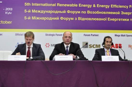 From Left to Right Vitaliy Daviy, President of Association of Renewable Energy of Ukraine (APEU, full name: Association of Alternative Energy and Fuel Market Participants of Ukraine), Oleg Proskuryakov, Minister of Ecology and Natural Resources of Ukraine, Janez Kopach, Director of Energy Community Secretariat