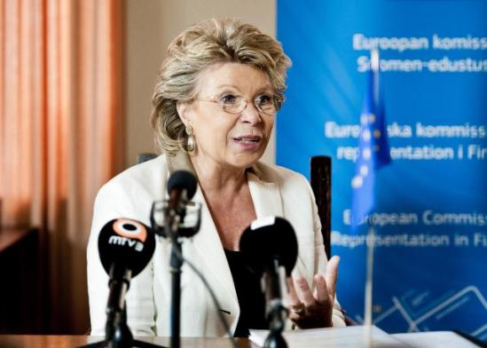 Viviane Reding, Vice-President of the EC in charge of Justice, Fundamental Rights and Citizenship, went to Helsinki where she participated in a debate about the future of Europe. Discussions focused on Economy, the euro, Banking Union, Data Protection, Net neutrality, Labour mobility/Free Movement and other issues. (EC Audiovisual Services, 24/09/2013).