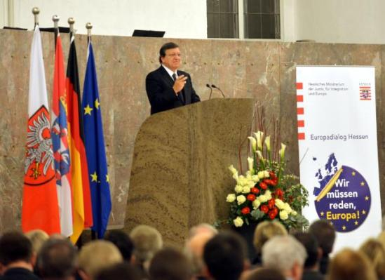 """José Manuel Barroso, President of the European Commission, went to Frankfurt-on-Main where he held the """"First Frankfurt speech on Europe"""", entitled """"Wir müssen reden, Europa!"""" (We need to talk about Europe!). (EC Audiovisual Services, 05/11/2013)."""