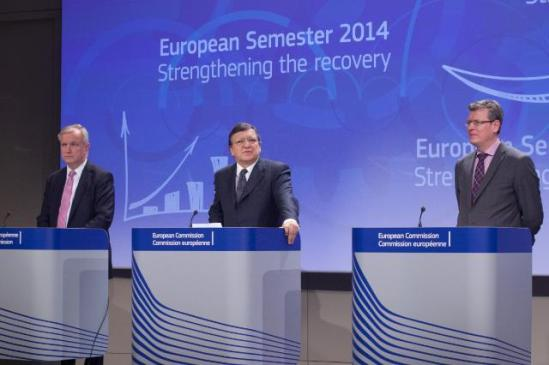 José Manuel Barroso, President of the European Commission (in the centre), Olli Rehn, Vice-President of the EC in charge of Economic and Monetary Affairs and the Euro (on the right), and László Andor, Member of the EC in charge of Employment, Social Affairs and Inclusion, gave a joint press conference on the European Semester 2014. (EC Audiovisual Services 13/11/2013).