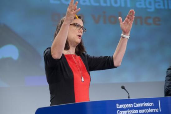 Press conference by Cecilia Malmström, Member of the European Commission, presenting a Eurobarometer survey. Raising her hands, she seems helpless with the findings. (EC Audiovisual Services).