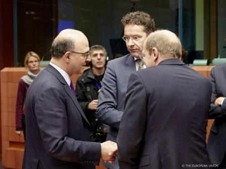 From left to right, in the foreground: Pierre Moscovici, French Minister of Finance, Jeroen Dijsselbloem, President of the Eurogroup. (Council of the European Union photographic library, 22/11/2013).