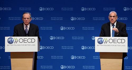 19 November 2013, Left/Right: Pier Carlo Padoan, Deputy Secretary-General and Chief Economist of the OECD, Angel Gurría, Secretary-General, OECD. (© Herve Cortinat/OECD).