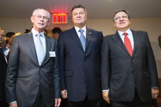 In the in the margins of the 68th session of the United Nations General Assembly in New York, José Manuel Barroso, President of the European Commission (on the right) and Herman van Rompuy, President of the European Council (on the left) met with Viktor Yanukovych, President of Ukraine. (EC Audiovisual Services, 24/09/2013).